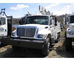 International 7400 w/ Hydraulic Crane w/ Dereck Digger
